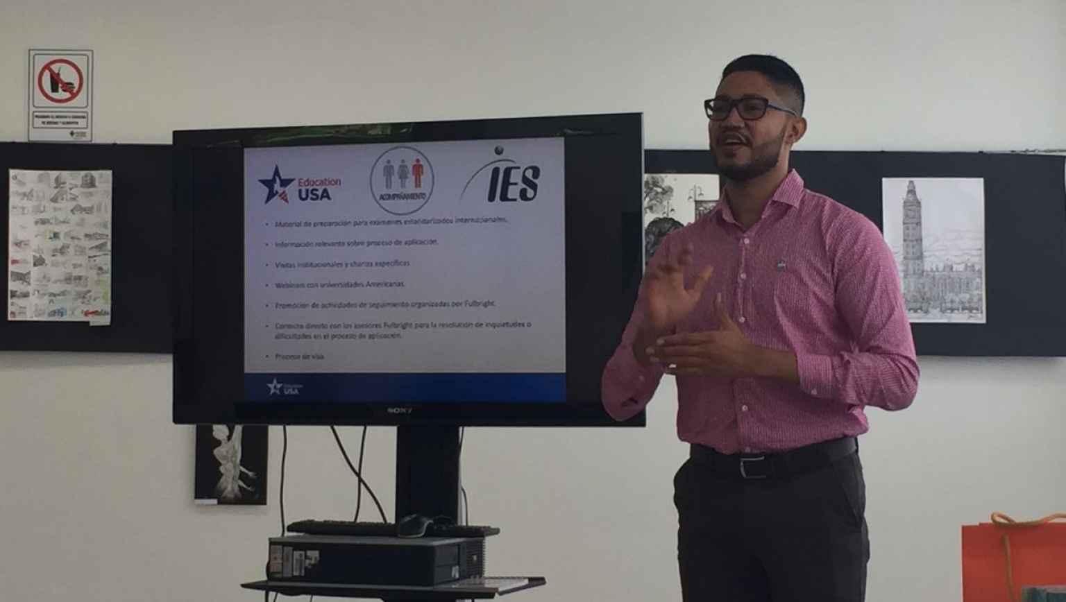 EducationUSA Adviser giving a presentation