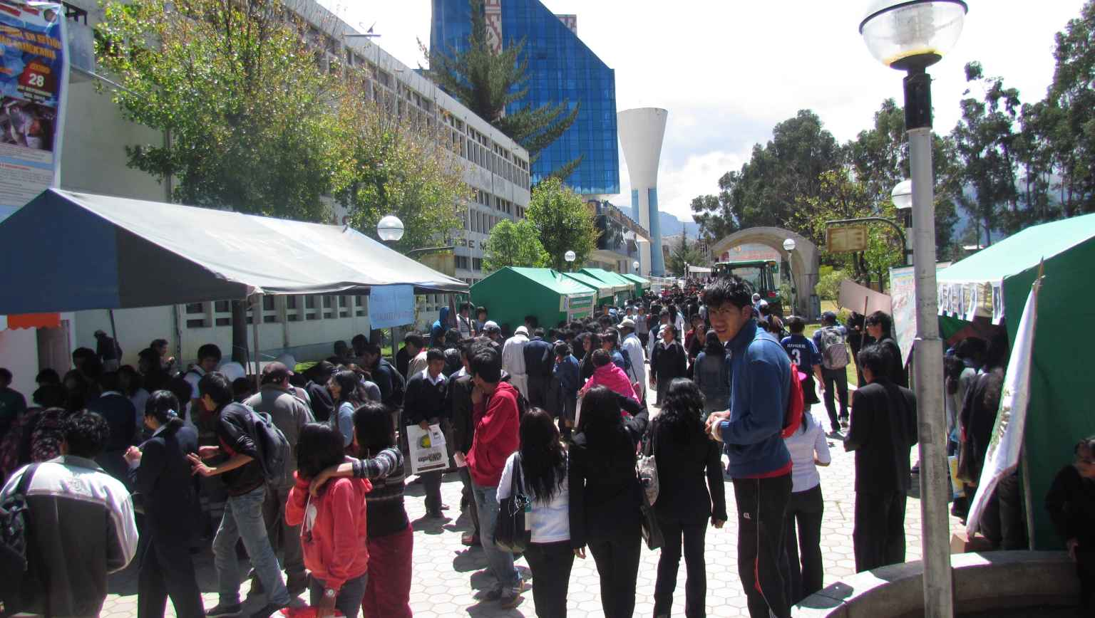 international students at college fair