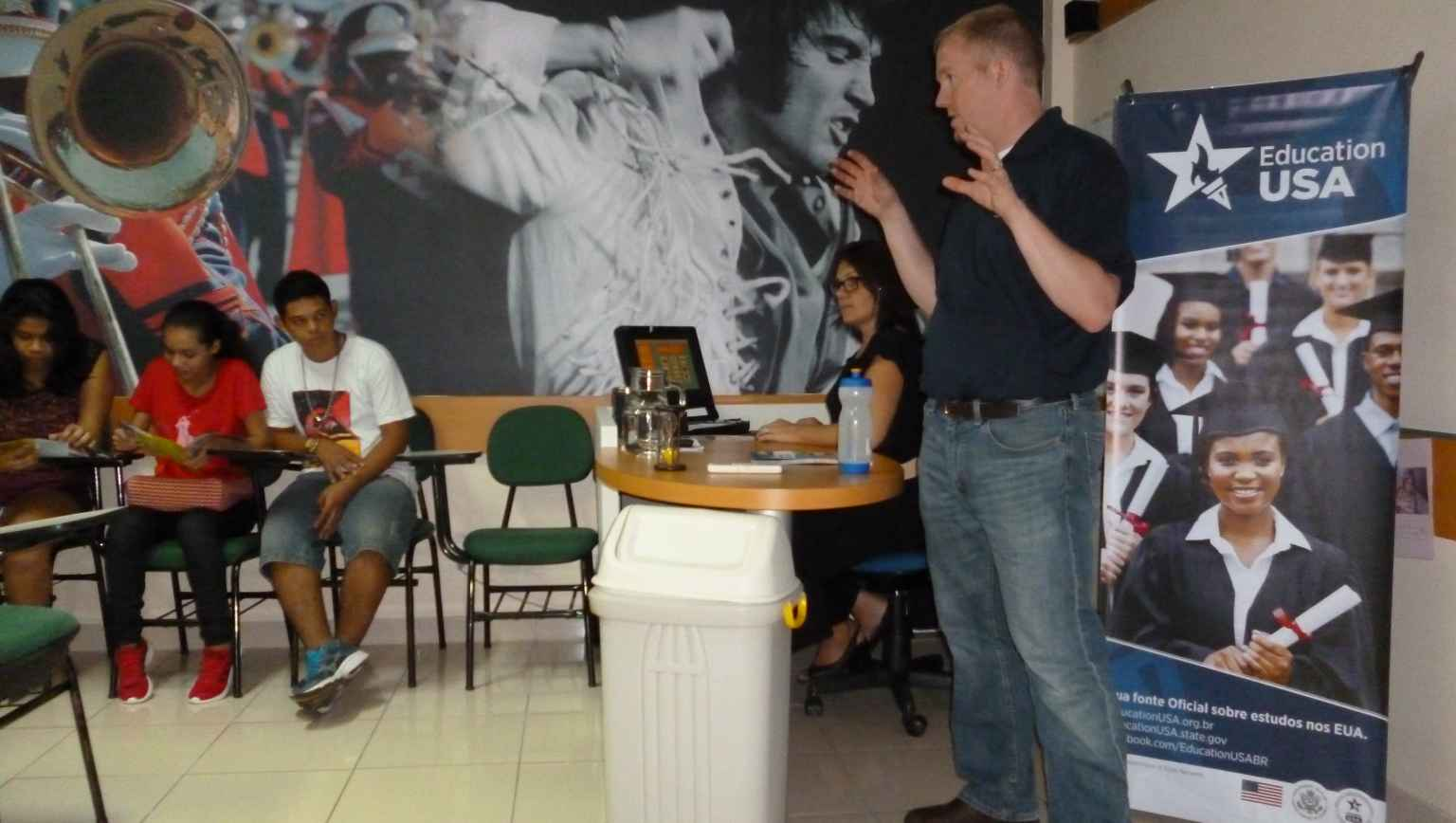 Presentation of a US University Representative for international students in one of our classrooms